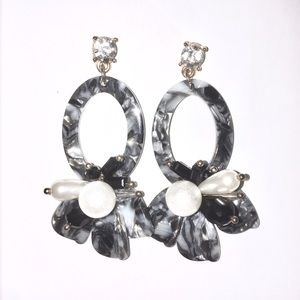 Marble chic earrings with faux pearls in grey